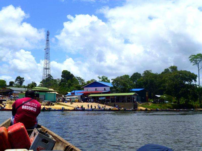 Rückkehr in die Zivilisation von Suriname: das Regionalzentrum Atjoni
