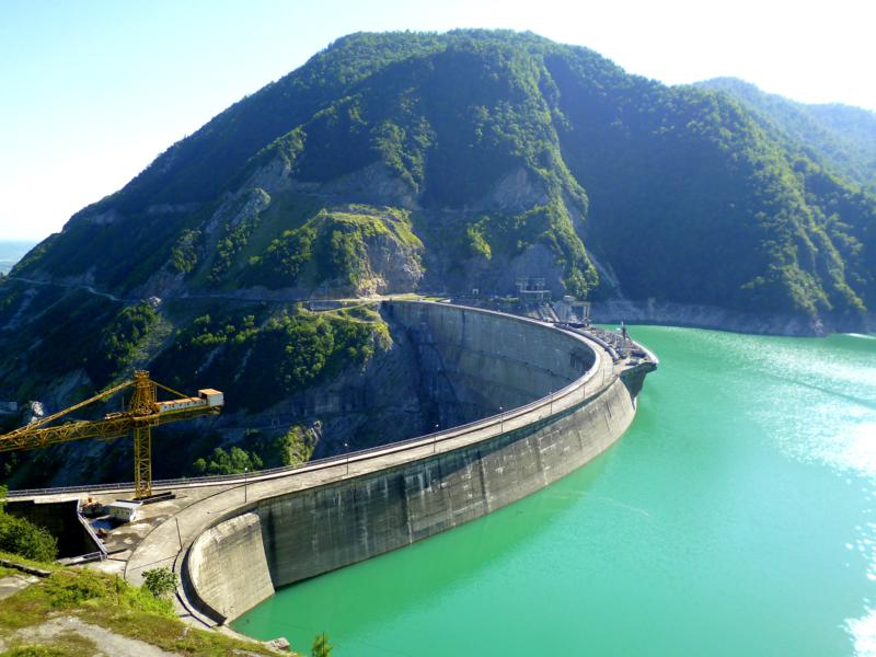 Das Jvari Enguri Reservoir auf der Strecke zwischen Svaneti und Zugdidi