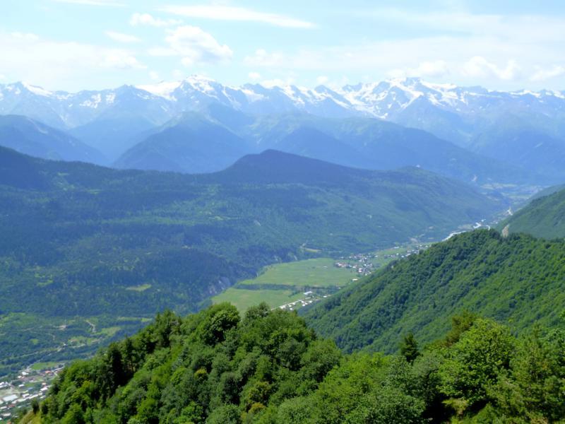 Ausblick vom Tskhakvzagari auf die Berge des Kaukasus