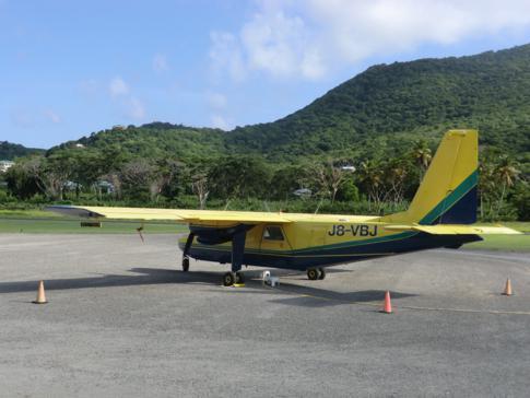 Die BN-2-Islander von SVG Air auf dem Flughafen von Carriacou