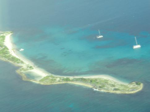 Sandy Island, eine vorgelagerte Insel Carriacous