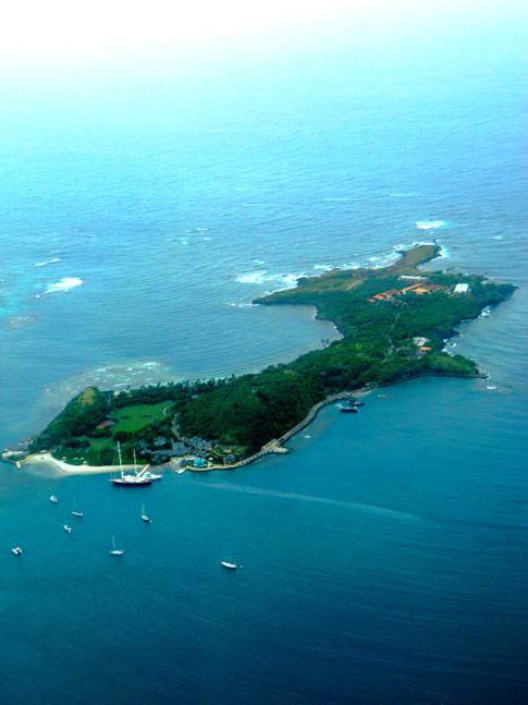 Flug mit SVG Air von Grenada nach Carriacou: hier im Bild die Privatinsel Calivigny Island