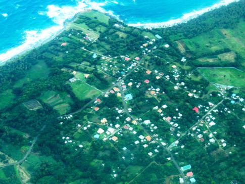 Flug mit SVG Air von Grenada nach Carriacou: Blick auf das kleine Dorf La Poterie