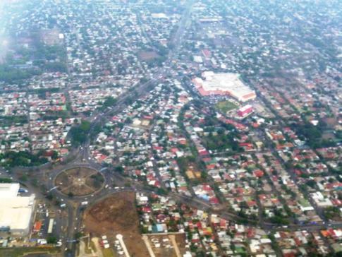 Blick auf Managua kurz nach dem Start in der Hauptstadt Nicaraguas