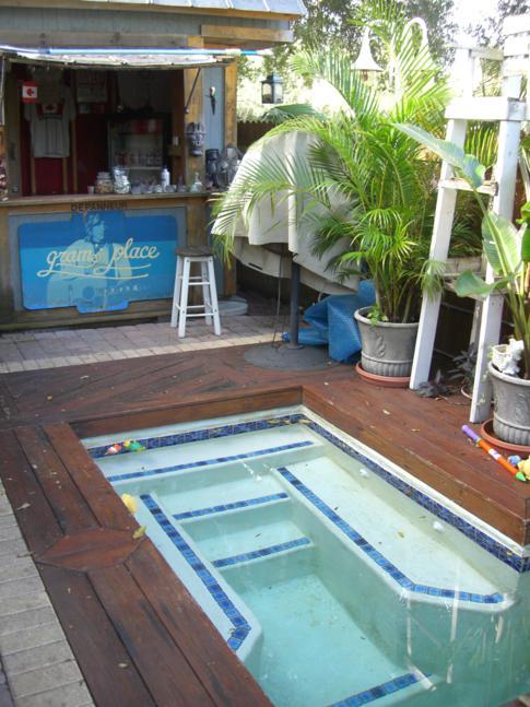 Der Whirlpool in Grams Place - selten für ein Hostel