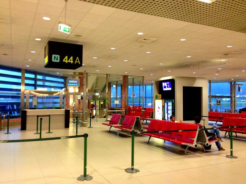 Gemütlicher Wartebereich im Flughafen von Lissabon
