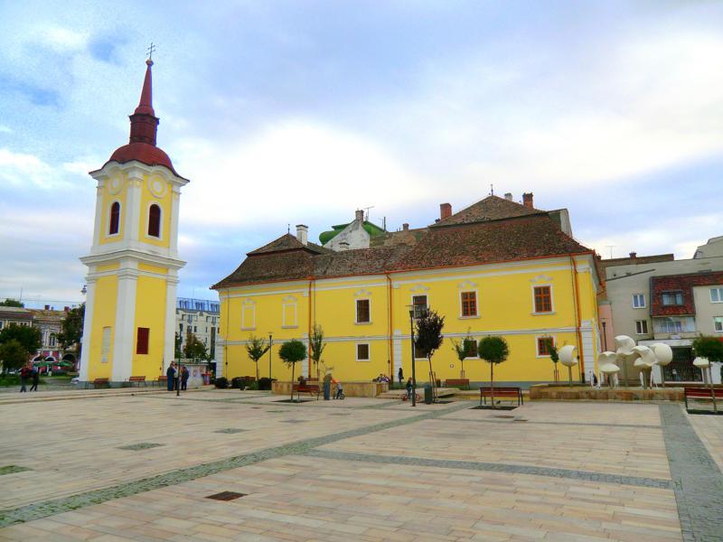 Die Franziskanerkirche am Theaterplatz von Targu Mures
