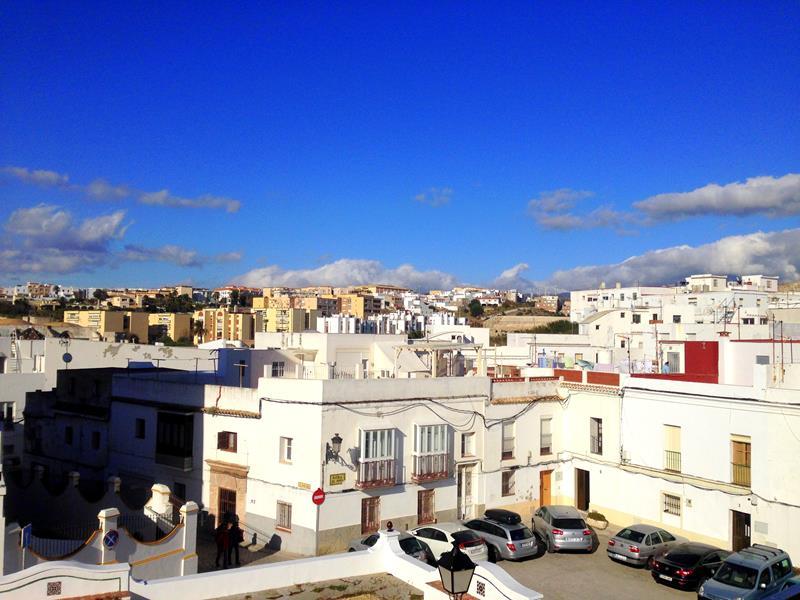 Ausblick auf die Stadt Tarifa vom La Cocotera Boutique Coworking Hostel