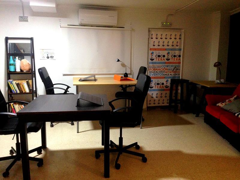 Der Co-Working Space im La Cocotera Boutique Hostel in Tarifa