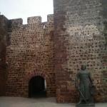 Der Eingang zur Burg Silves in der portugiesischen Algarve-Region