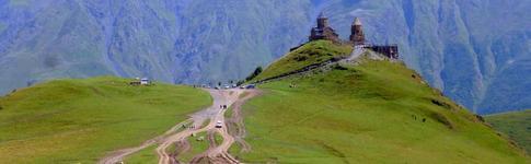 Kazbegi bzw. Stepantsminda sind Ausgangspunkt für die Tour zum Kasbek-Aussichtspunkt