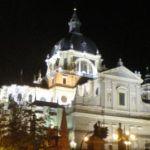 Ein Reisebericht über Madrid, hier im Bild die Almudena-Kathedrale