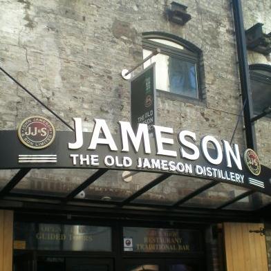 Der Eingang zur Old Jameson Distillery