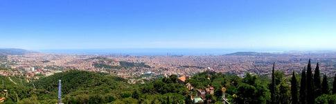 Tolles Panorama vom Vergnügungspark Tibidabo auf die Stadt Barcelona
