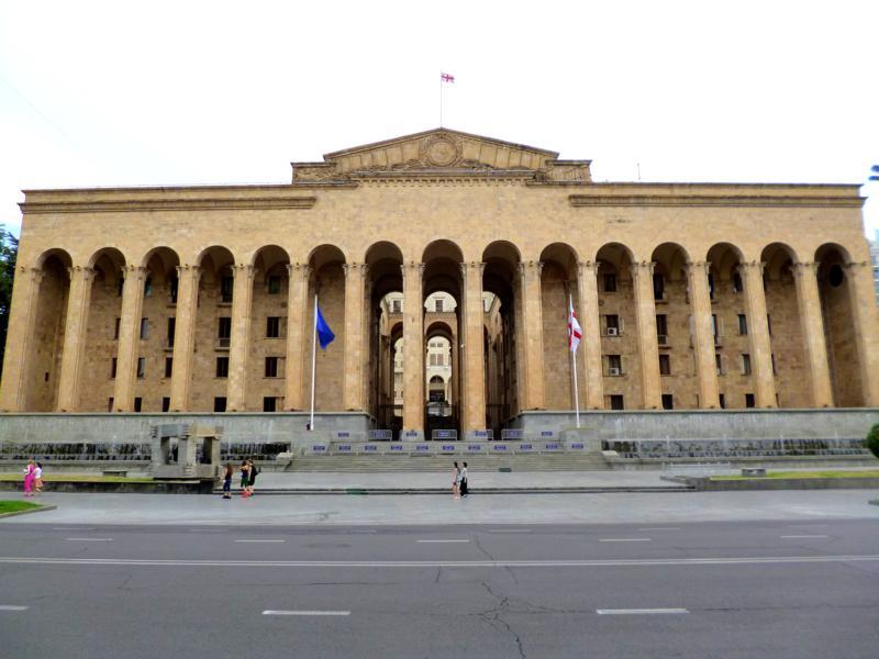 Das Parlament von Georgien an der Rustaveli Avenue