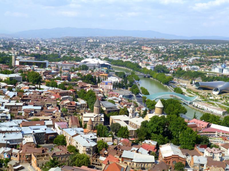 Fantastische Ausblicke von den umliegenden Hügeln auf Tiflis
