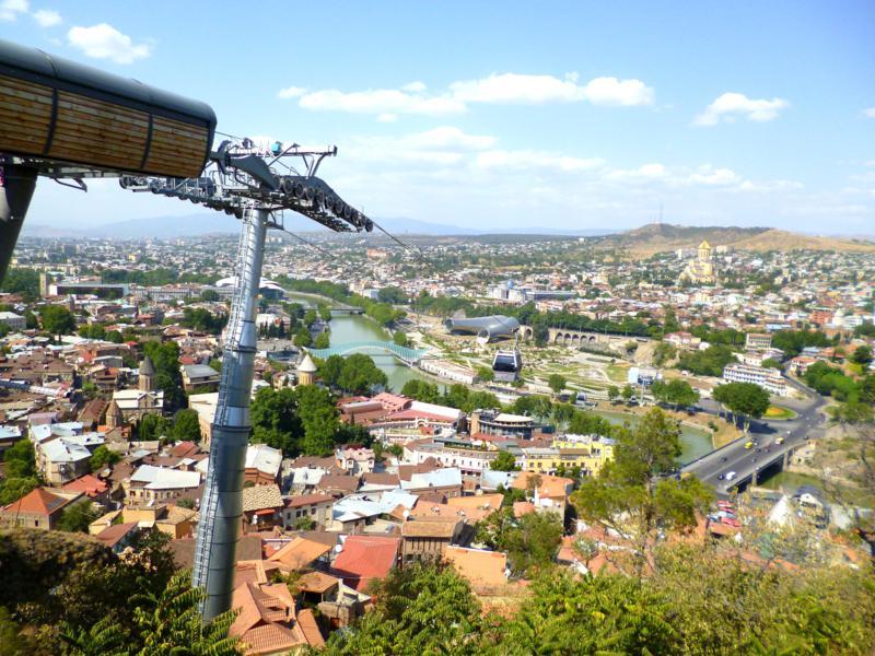 Die neue Gondelbahn vom Rike Park zum Schloss von Tiflis