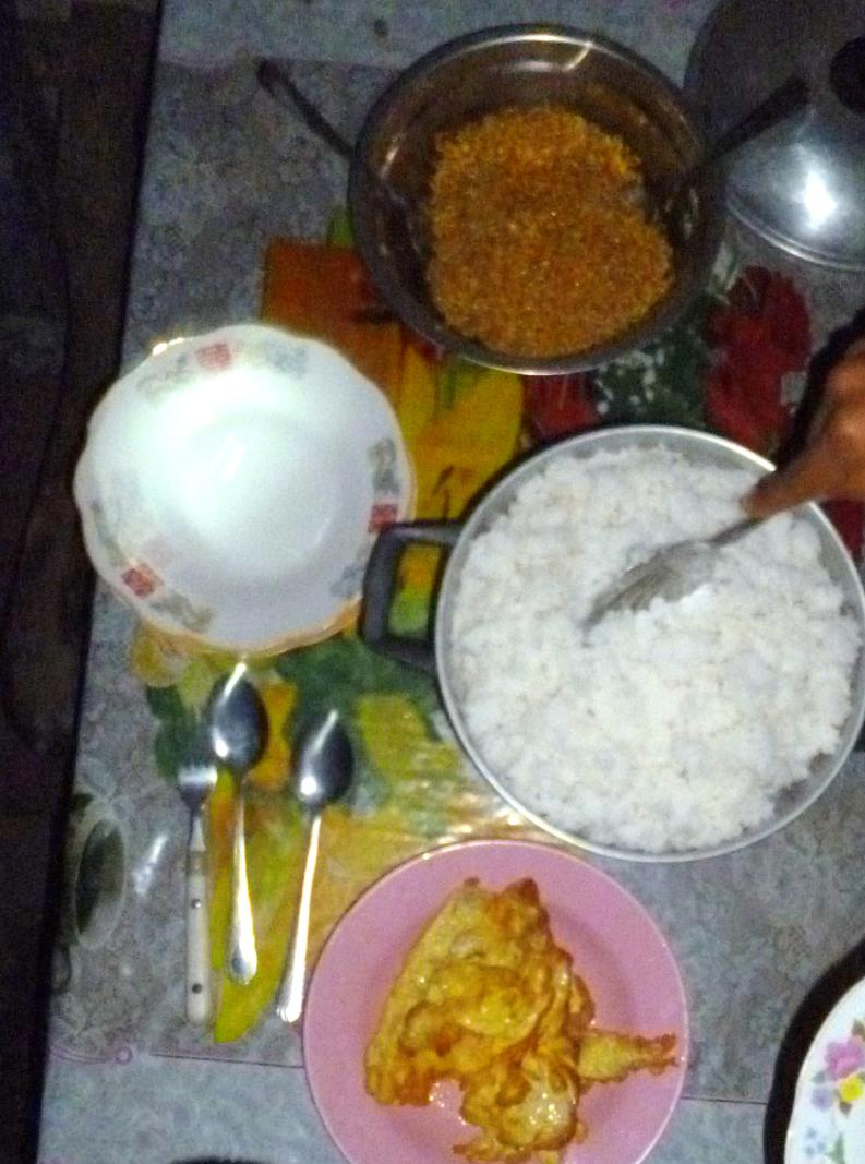 Ganz simples Essen in unserem Gästehaus in Hatubuilico - Timor-Leste pur