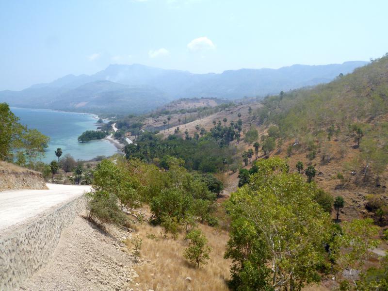 Blick auf die Ostküste von Atauro Island sowie den Ort Beloi