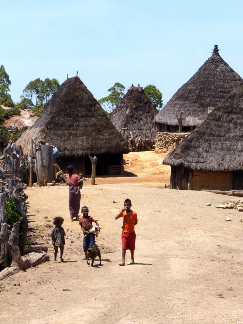 Das traditionelle Dorf Nunurlau in der Nähe von Hatobuilico