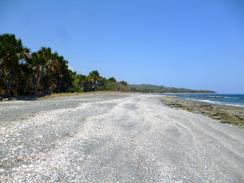Der einsame Strand von Betano an der Südküste von Timor