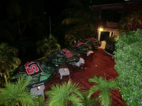 Das Restaurant und der Innenhof des Seahorse Inn