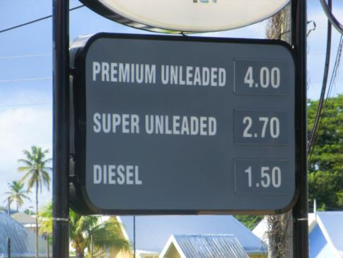 Eine Tankstelle in Tobago - der Liter Diesel für weniger als 20 Eurocent