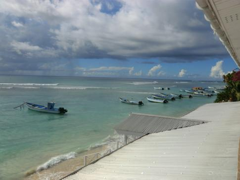 Blick aus einem Beachfront-Zimmer im Conrado Beach Hotel in Tobago
