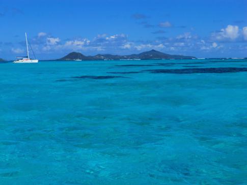 Blick von den Tobago Cays bis nach Canouan