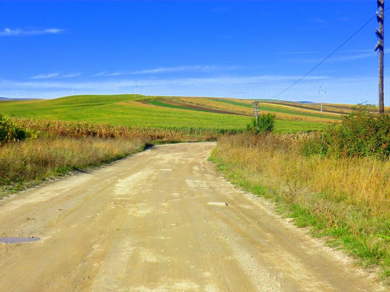 Schotterstraße in Rumänien - nicht selten in Transsilvanien