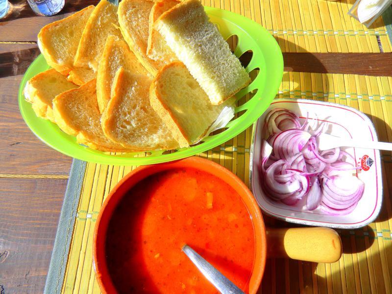 Leckere Mahlzeit nach der Wanderung durch die Thorenburger Schlucht