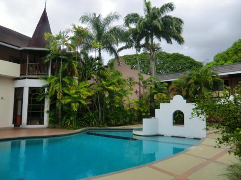 Der Innenhof mit Pool im Normandie Hotel