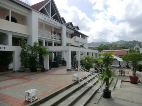 Der Eingang des Normandie Hotels, in Trinidads Hauptstadt Port of Spain