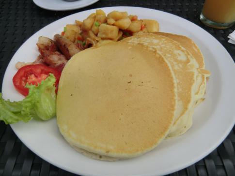 Pancakes zum Frühstück im Restaurants des Normandie Hotel, Port of Spain