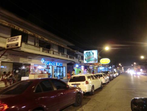 St. James, eines der Vergnügungsviertel in Port of Spain