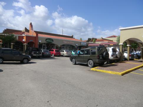 Das große Einkaufszentrum Grand Bazaar im Herzen von Trinidad