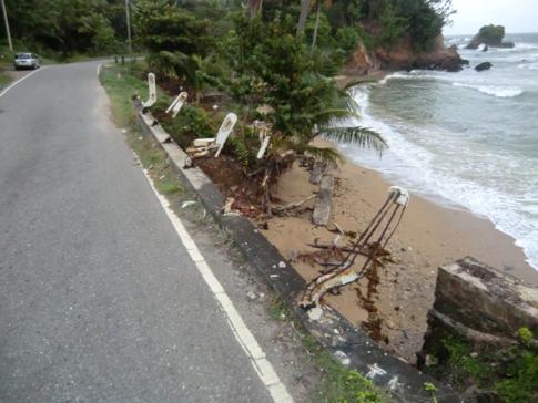 Straßenabsperrung a la Karibik - mal etwas anderes