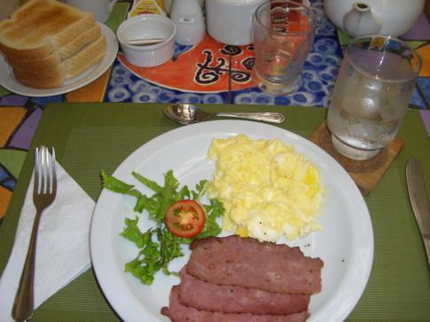 Frisch zubereitetes Frühstück im Forty Winks Inn
