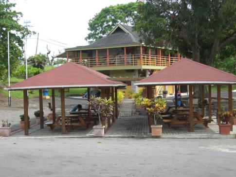 Das Besucherzentrum am einzigartigen Asphaltsee in Trinidad