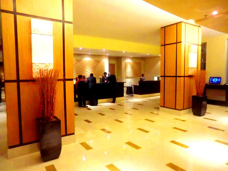 Die Lobby des Hyatt Regency Port of Spain in Trinidad