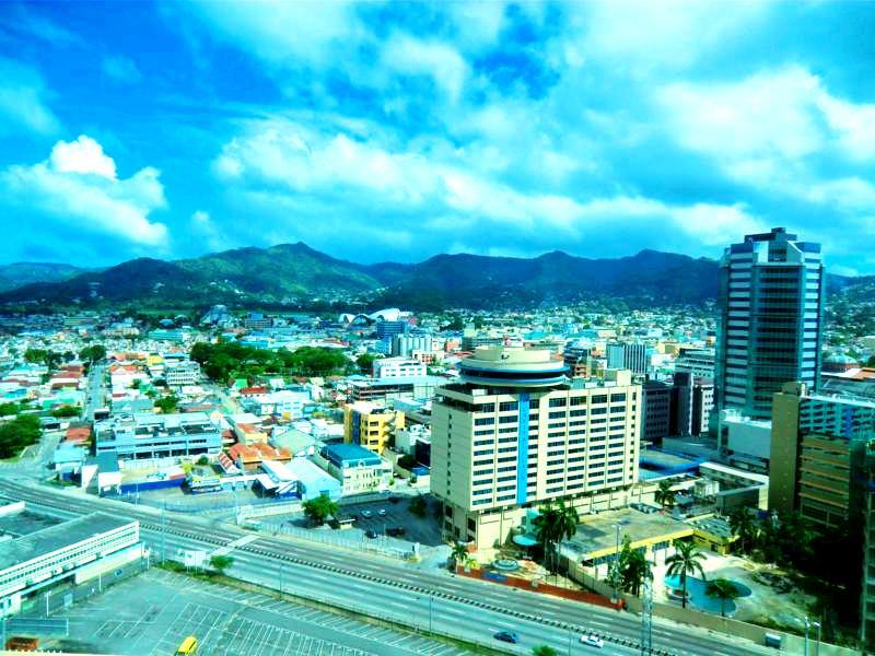 Blick von der obersten Etage des Hyatt auf das Zentrum von Port of Spain