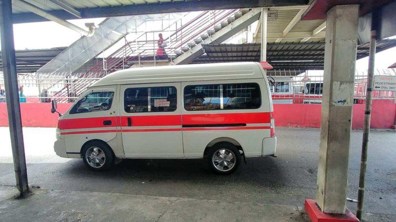 Ein Maxivan in Port of Spain, mit dem man auch vom Flughafen Piarco fahren kann