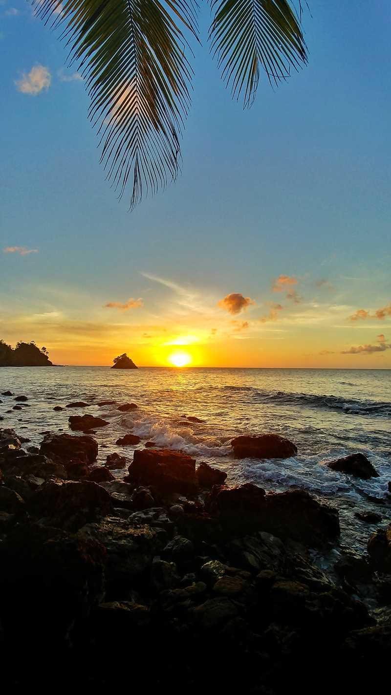 Eine der schönsten Sonnenuntergänge in der Karibik im Nordosten von Trinidad