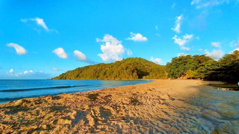 Der Strand von Grande-Riviere bei Tag