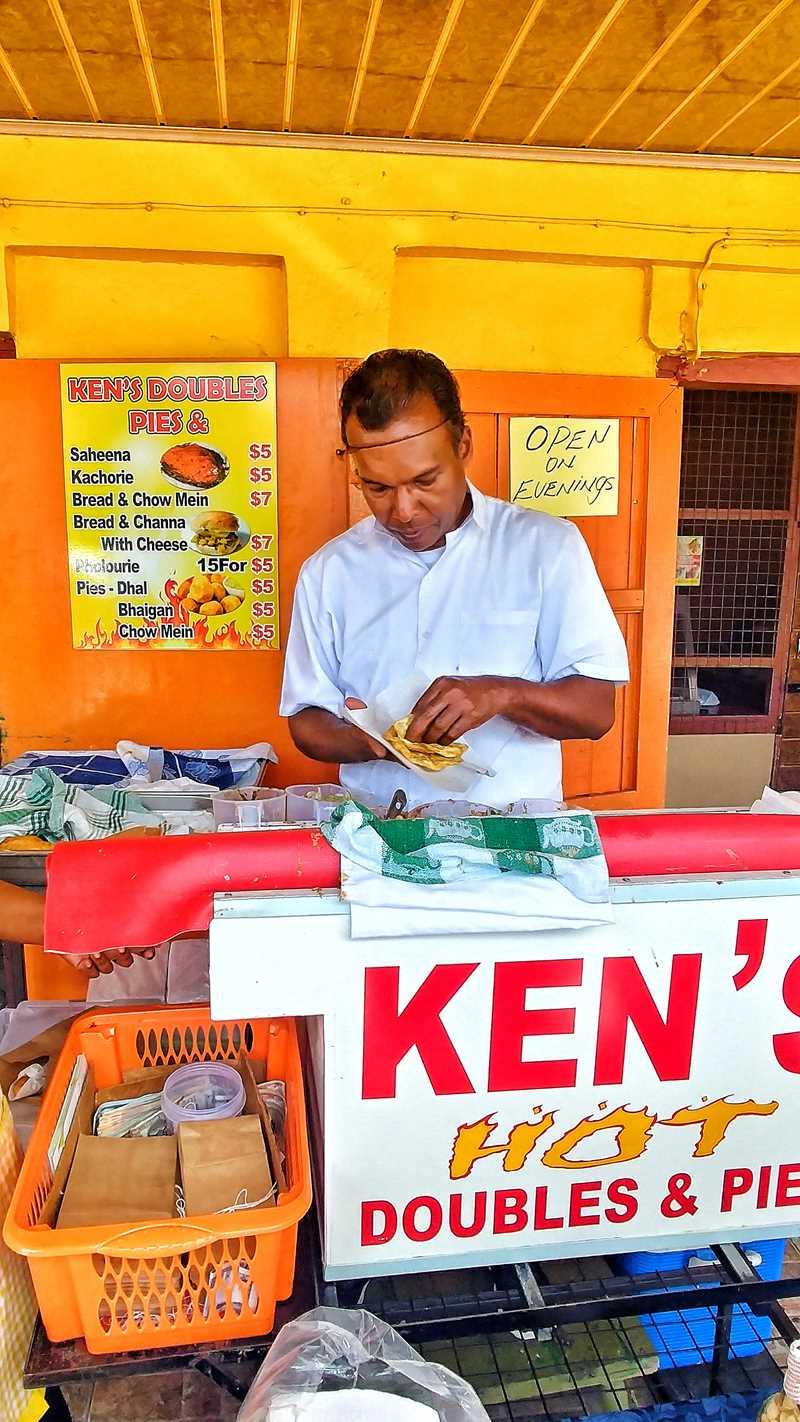 Doubles, vielleicht das leckerste Essen in Trinidad