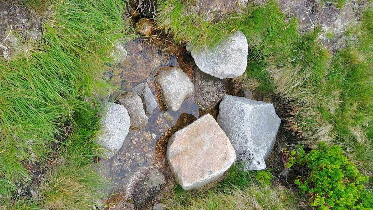 Die Elbquelle, eine besondere Sehenswürdigkeit im Riesengebirge der Tschechischen Republik