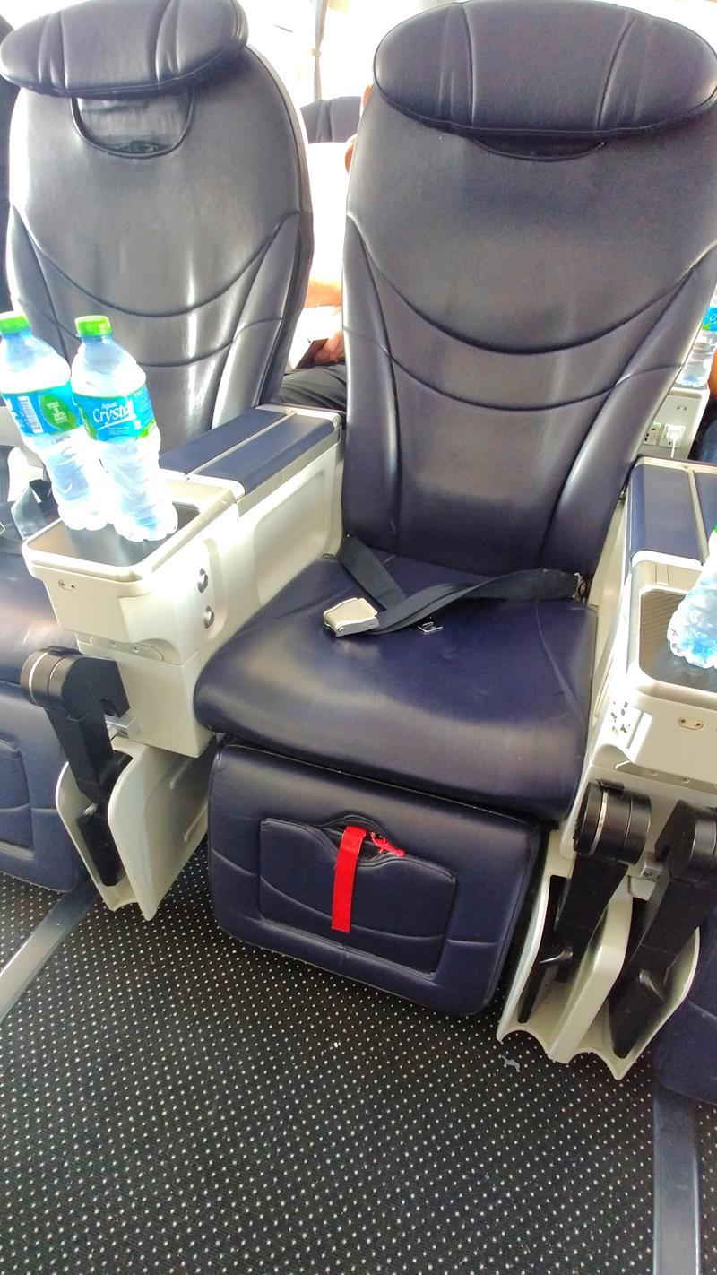 Der komfortable Sitz in der Premium Economy Class bzw. dem Club Premium von Tuifly Belgium