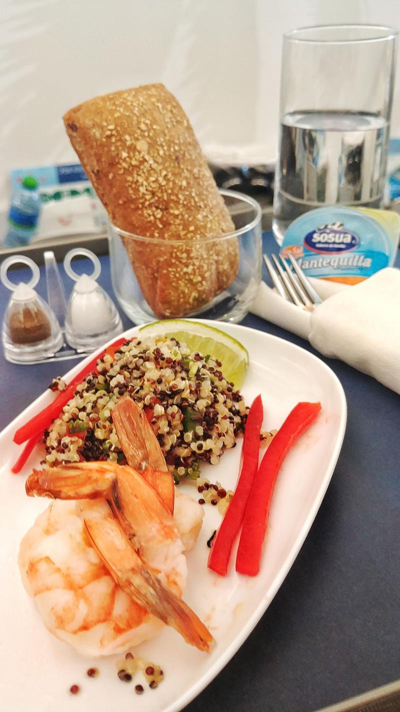 Die leckere Mahlzeit in der Premium Economy Class bzw. dem Club Premium von Tuifly Belgium