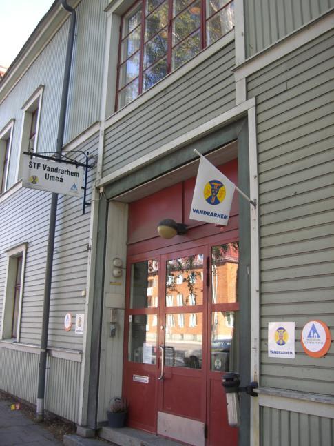 Eingang zum STF Vandrarhem Umea, der Jugendherberge der Stadt
