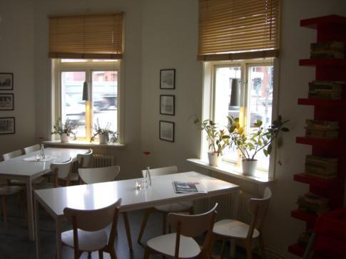 Frühstücks- und Aufenthaltsraum in der Jugendherberge von Umea
